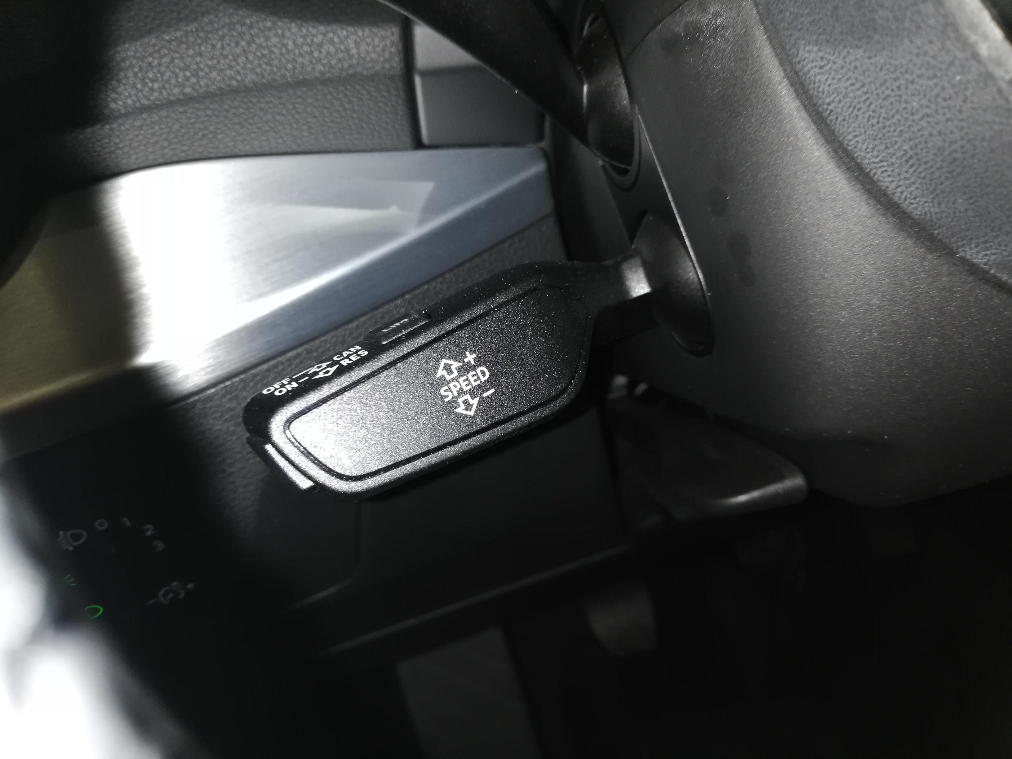 AUDI Q2 1.4 TFSI SPORT-36